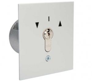 Przełącznik kluczykowy podtynkowy  do dwustronnego działania impulsowego